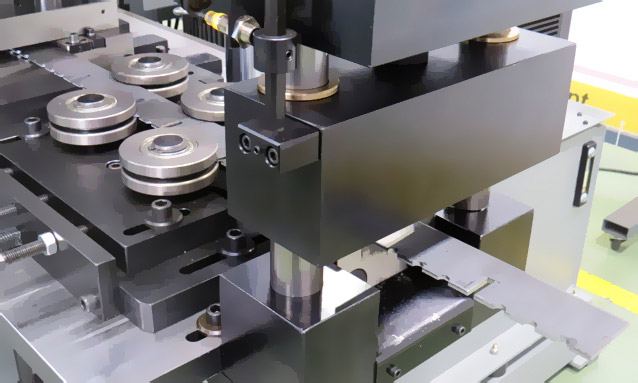 AMOB Custom Solutions Grating Floor Mesh Automatic Line