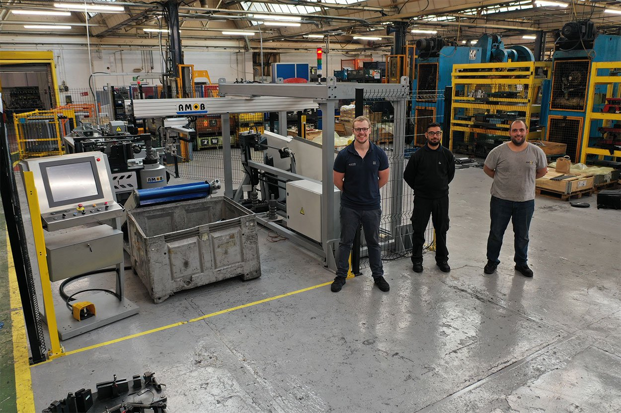 Fully electric CNC bender for hybrid car sector
